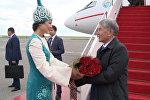 Атамбаевди Астанадан гүл менен тосуп алышты