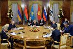 Президент Алмазбек Атамбаев Жогорку Евразиялык экономикалык кеңешке мүчө мамлекет башчыларынын кеңири курамдагы жыйынында