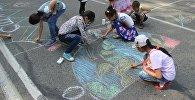 Конкурс рисунков Мое счастливое детство в честь празднования Международного дня защиты детей на площадке возле Вечного огня в Оше
