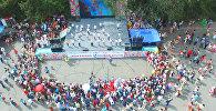 Дети отметили свой праздник танцами и играми на Старой площади Бишкека
