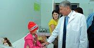 Алмазбек Атамбаев бүгүн онкология жана гематология бөлүмүндө. Архив