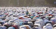 Около сотни тысяч верующих пришли на Айт-намаз в центре Бишкека