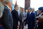 Президент Алмазбек Атамбаев во время встречи с делегацией конгресса Соединенных Штатов Америки