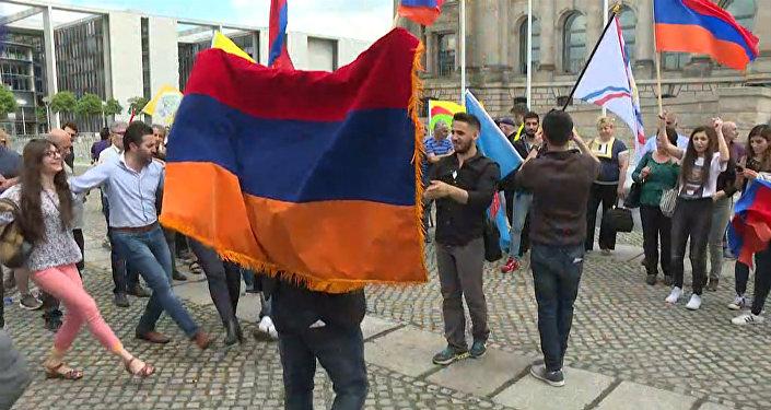 Признание Бундестагом геноцида армян: кадры голосования и реакция берлинцев
