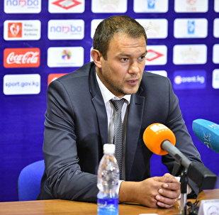 Архивное фото главного тренера национальной сборной Кыргызстана по футболу Александра Крестинина