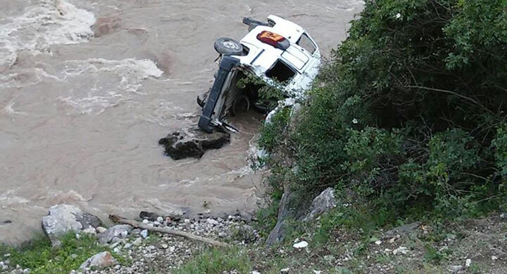 Кадамжай районунун Майда айылында Daewoo Damas унаасы Исфайрам дарыясына түшүп кетти.