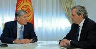 Президент Алмазбек Атамбаев встретился с Генеральным секретарем Европейской службы внешней деятельности Аленом Ле Руа.