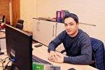 Преодолевший ДЦП 26-летний Рустам Галеев на рабочем месте. Архивное фото