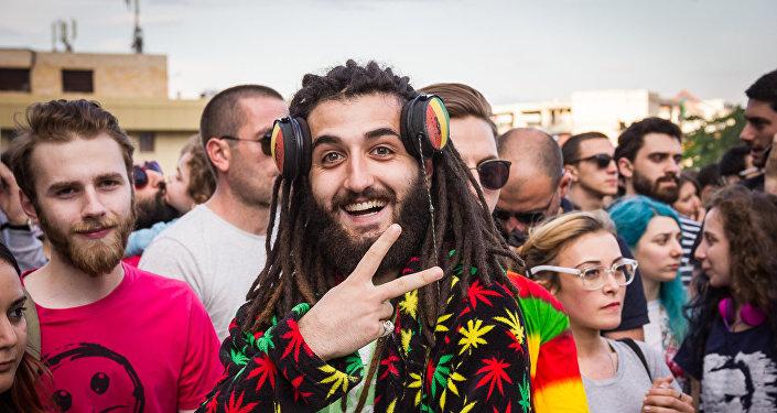 Участник акции за легализацию марихуаны в Тбилиси, Грузия. Архивное фото
