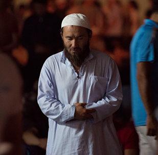 Мусульманин во время ночи предопределения. Архивное фото