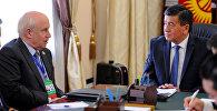 Премьер-министр Сооронбай Жээнбеков КМШнын Аткаруу катчысы Сергей Лебедевди кабыл алды.