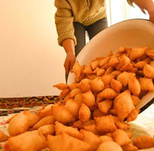 Национальное блюдо боорсок. Архивное фото