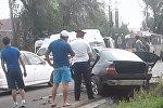 Очевидец сняла последствия ДТП с вырванным мотором, попавшим в пешеход