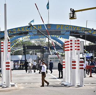 Контрольно-пропускной пункт Ак-Жол на границе с Казахстаном. Архивное фото
