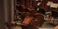 Музыкальные инструменты за сценой. Архивное фото