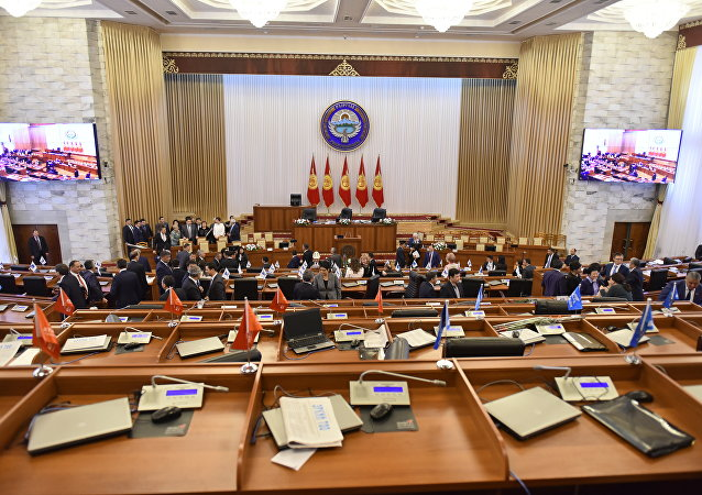 Заседание Жогорку Кенеша.