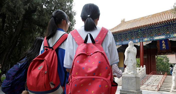 Школьницы в Китае. Архивное фото