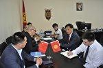 Саламаттык сактоо министри Талантбек Батыралиев Хуан Хе интернешнл кытай инвестициялык компаниясынын өкүлдөрү менен жолугушуу учурунда