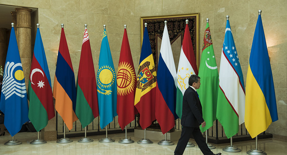 Флаги стран СНГ на заседании Совета глав правительств стран СНГ в Бишкеке. Архивное фото