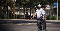 Сотрудники патрульной милиции на улице Бишкека. Архивное фото