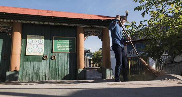 Тарыхый маалыматтарда бул мечит ошол кезде Ибрагим Ажы аттуу адамдын демилгеси жана каржылоосу менен 1907-жылы салынганы айтылат