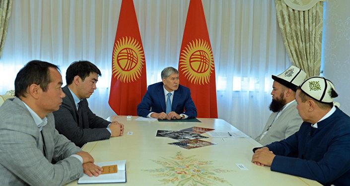 Президент КР Алмазбек Атамбаев высказался по законопроекту о джума-намазе и скандалу вокруг него