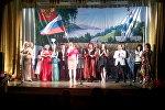 Артисты выступают на сцене во время концерта в честь Дня России для военнослужащих авиабазы ОДКБ Кант