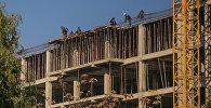 Строительство высотного дома. Архивное фото