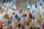 Жакартадагы Истикляль мечити. Мында айымдар Разаман айынын урматына сыйынууда