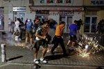 Болельщики во время беспорядков после окончания матча группового этапа чемпионата Европы по футболу - 2016 между сборными командами Англии и России в Марселе.