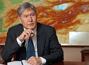 Президента Алмазбек Атамбаевдин архивдик сүрөтү