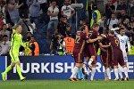 Игроки сборной России радуются забитому мячу в матче группового этапа Чемпионата Европы по футболу — 2016 между сборными Англии и России.