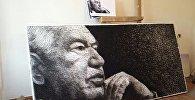 Жип жана мыктан жасалган Чыңгыз Айтматовдун портрети