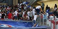 Болельщики покидают стадион после матча группового этапа чемпионата Европы по футболу - 2016 между сборными командами Англии и России.
