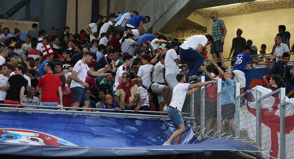 УЕФА осуждает русских фанатов врасизме ибеспорядках настадионе