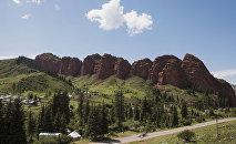 Ущелье Джеты-Огуз или Скалы Семи Быков расположенный по южному берегу Иссык-Куля. Архивное фото
