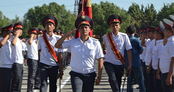 Выпусники на торжественном выпуске курсантов Академии МВД имени Эргеша Алиева.