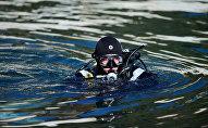Водолазы МЧС РФ обследуют акваторию побережья Алушты