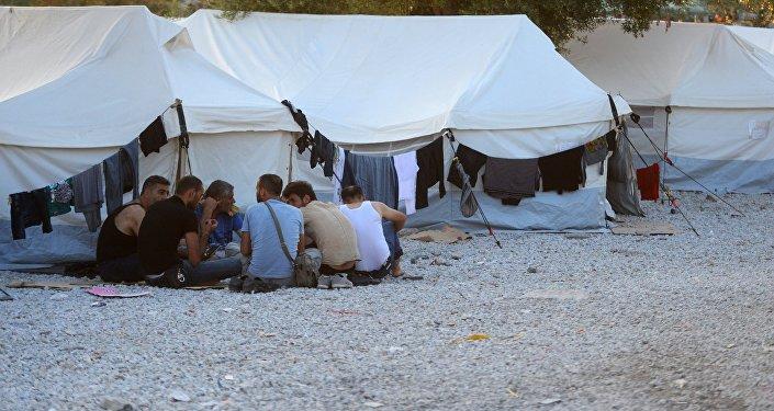 Беженцы из Сирии, Ирака, Эритреи в палаточном лагере. Архивное фото