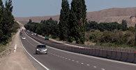 Архивное фото автомобилей на трассе