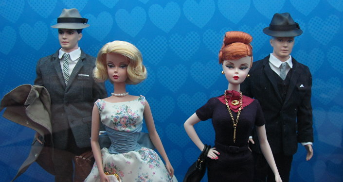 Куклы мужчин и женщин. Архивное фото