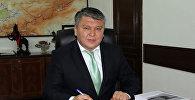 Министр экономики Кыргызской Республики Арзыбек Кожошев в рабочем кабинете. Архивное фото