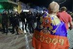 Полицейские стоят в оцеплении во время беспорядков после окончания матча группового этапа чемпионата Европы по футболу - 2016 между сборными командами Англии и России в Марселе. Архивное фото