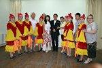 Участники республиканского конкурса для школьников Здравствуй, Россия! с первым космонавтом из Кыргызстана Салижаном Шариповым
