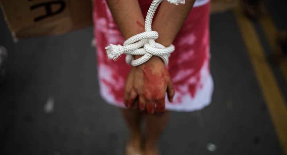 Пара изКалифорнии держала 13 своих детей нацепи