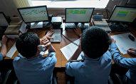 Сотрудники ГУГССО работают на радиоузле. Архивное фото