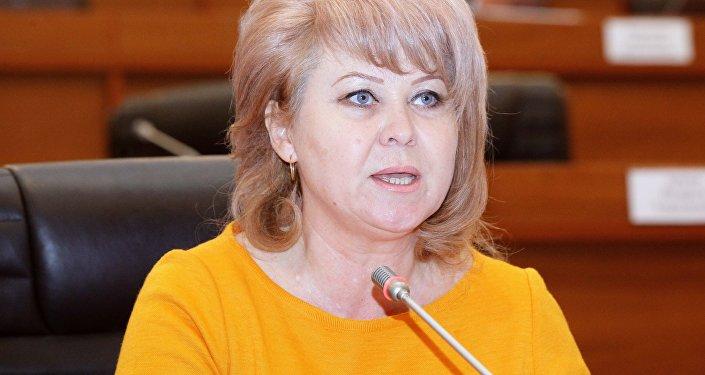 Экс-депутат Жогорку Кенеша Ирина Карамушкина во время заседания в ЖК. Архивное фото