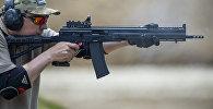 Демонстрационная стрельба из гладкоствольного самозарядного карабина Сайга-12 исполнение 340 (12к). Архивное фото