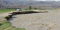 В селе Кок-Жар Кочкорского района река Жоон-Арык прорвала дамбу