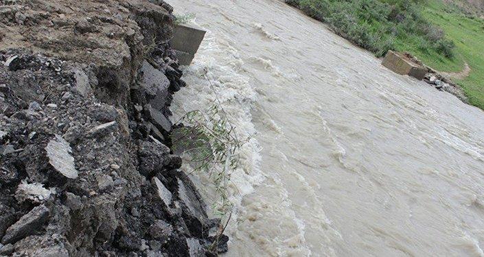 Сель оставил село Сары-Булак Кочкорского района Нарынской области без моста